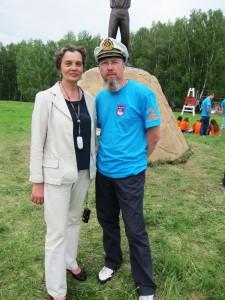 Игорь Гришин с Тамарой Анатольевной Ромашовой, директором Уртамской школы–интерната